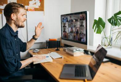 """Spadek aktywności zawodowej i przejście na """"home office"""". Rynek pracy odczuł skutki pandemii już na koniec marca"""